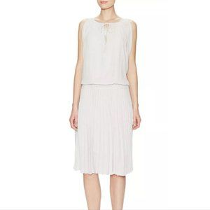 BCBG MaxAzaria Lona Light Dove Grey Pleate…